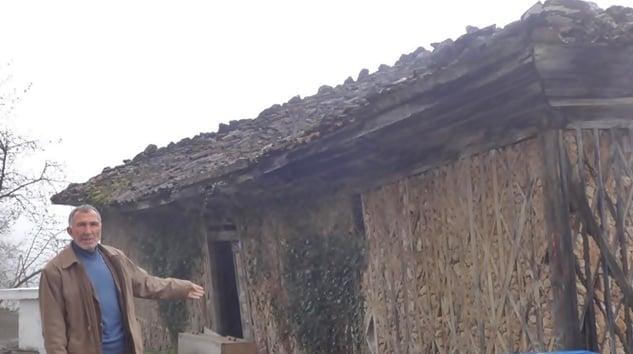 """Muhtarın Tarihi okul feryadı: """"Ya onarın ya da yıkın!"""""""