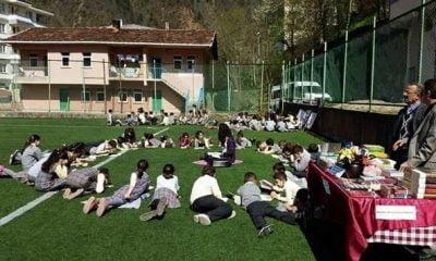 1400 öğrenci aynı anda kitap okudu