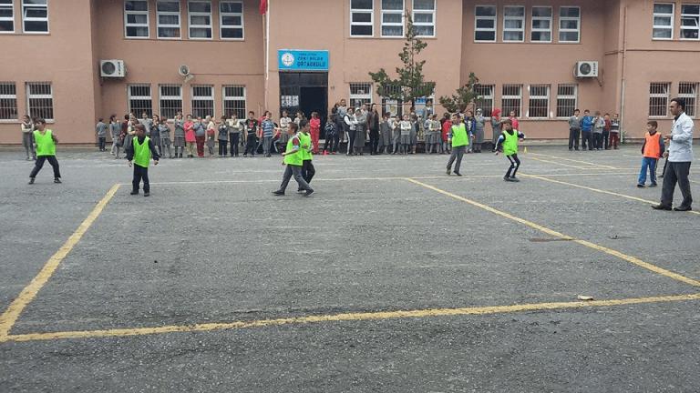 Zeki Bilge İlkokulu sınıflar Arası 23 Nisan futbol turnuvası sona erdi 2