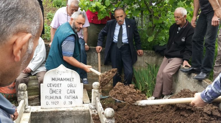 Ömer Hoca mezarını 15 yıl önce hazırlamıştı