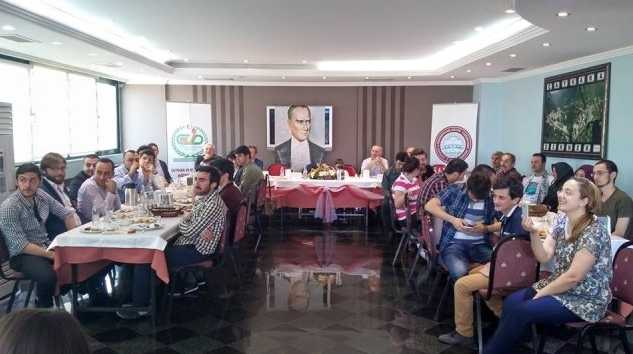 Çaykara ve Dernekpazarı Derneği öğrencilere kahvaltı verdi 6