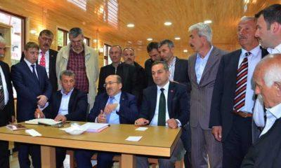 Gümrükçüoğlu Çaykara'da muhtarlarla toplantı yaptı