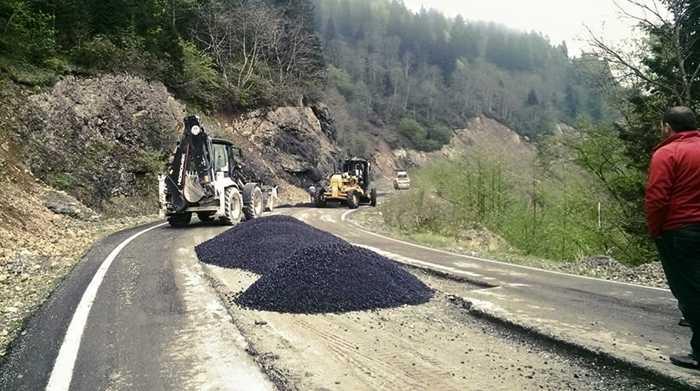 Sultanmurat yolundaki çöküntüler onarılıyor
