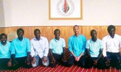 Çaykara'lı Şeyh'ül Kurra Ali Şahin yabancı öğrencilere icazeti veriyor