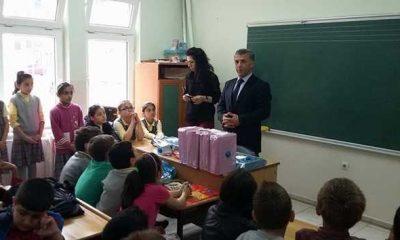 Başkan Tok kitap okuyan öğrencileri ödüllendirdi