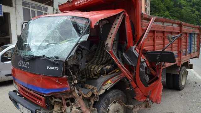 Dernekpazarı'ndaki kazada iki kişi yaralandı
