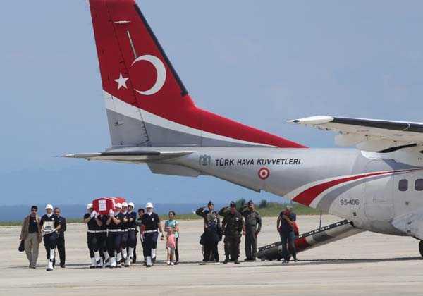 Şehit Ahmet Çamur'a Ağıtlı Karşılama