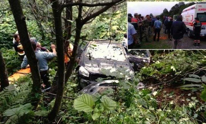 Aymeydanı'nda otomobil şarampole yuvarlandı