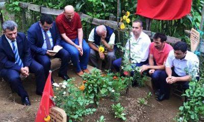 Ahmet Metin Genç şehidimizin mezarını ziyaret ederek Yasin okudu