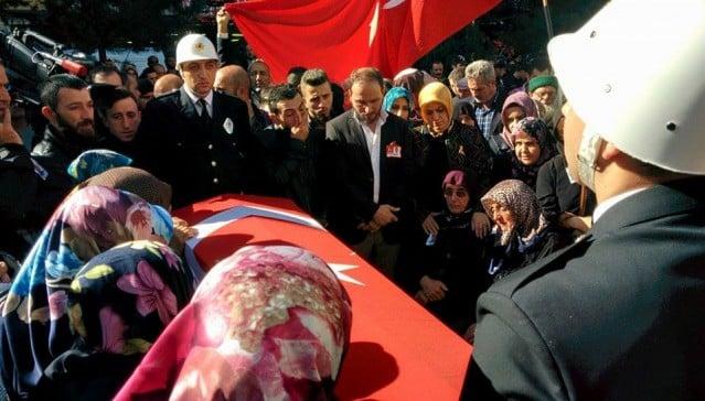 Şehit Özel Harekat Polisi Necmi Çakır Of'ta dualarla son yolculuğuna uğurlandı