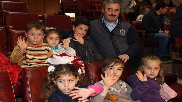 Taşkıran'lı Minik Öğrencilere Tiyatro Keyfi.. 16