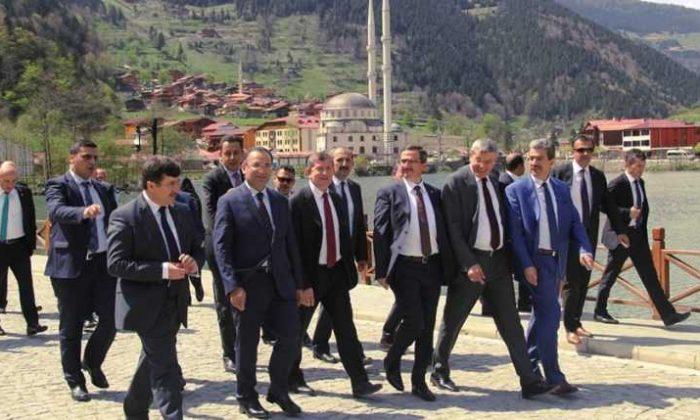 Adalet Bakanı Bekir Bozdağ Uzungöl'de
