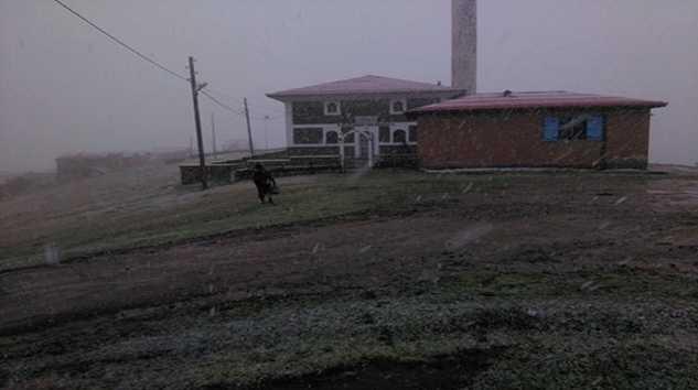 Çaykara'da yılın ilk kar'ı yağdı 3
