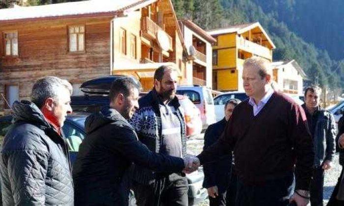 Vali Yavuz Uzungöl'de turizm toplantısına katıldı