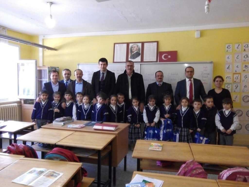 Çaykara'da 1245 öğrenciye kıyafet hediyesi 1