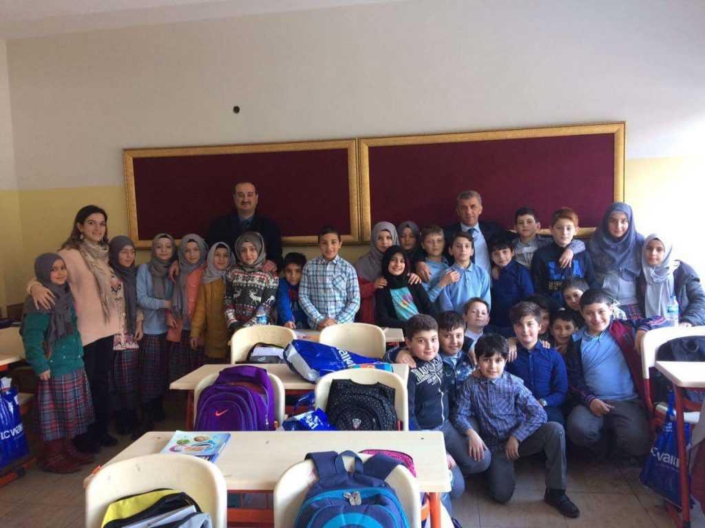 Çaykara'da 1245 öğrenciye kıyafet hediyesi 2