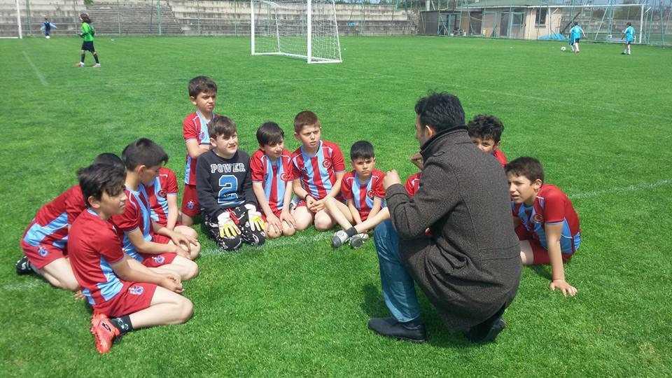 Zeki Bilge İlkokulu futbolda esiyor 1