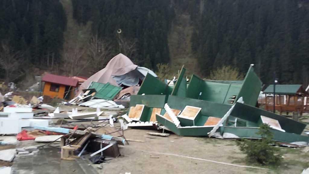Fırtına Çaykara ve Mahallelerinde hasara neden oldu 1