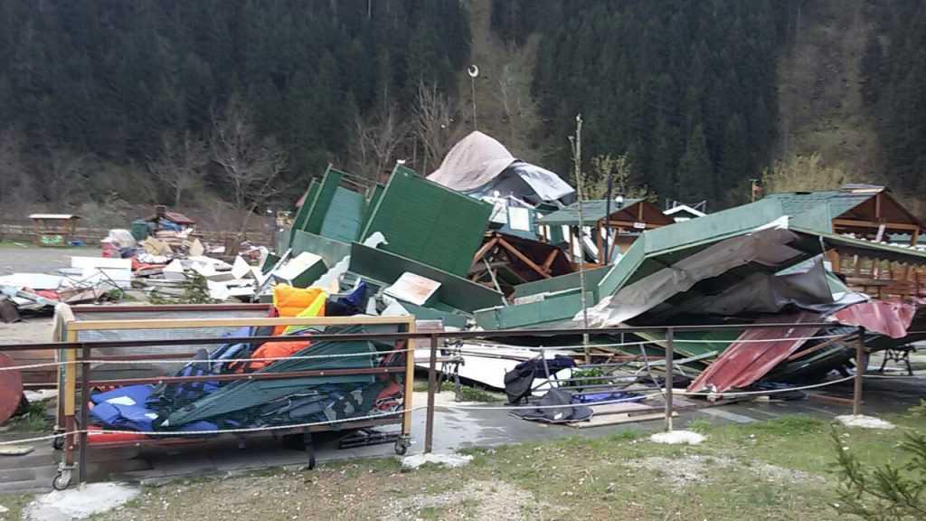 Fırtına Çaykara ve Mahallelerinde hasara neden oldu 2