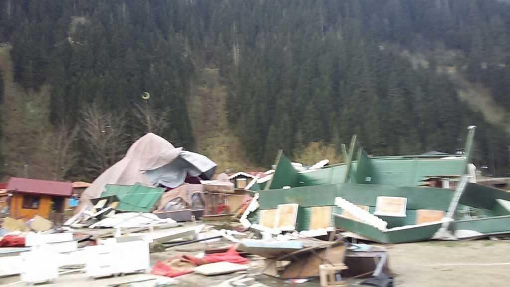 Fırtına Çaykara ve Mahallelerinde hasara neden oldu 3