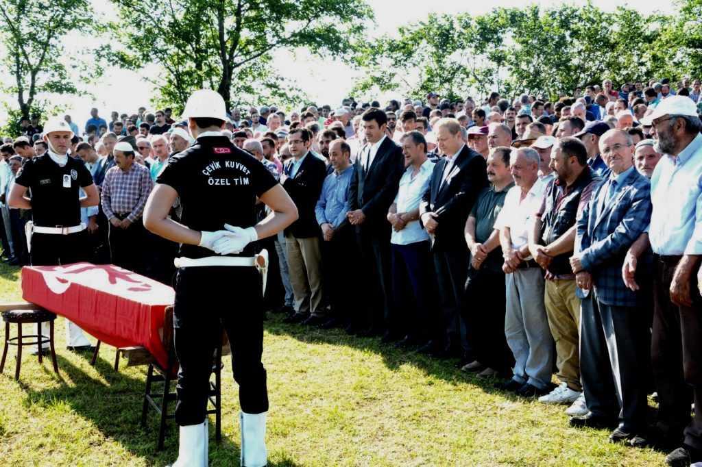 Çaykara genç polis Muhammet'i dualarla uğurladı 1
