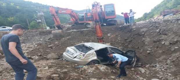 Dernekpazarı'nda mıcır ocağına uçan otomobilde altı kişi yaralandı