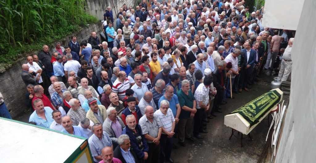Emekli öğretmen Mehmet Sanisoğlu Holo'da toprağa verildi 2