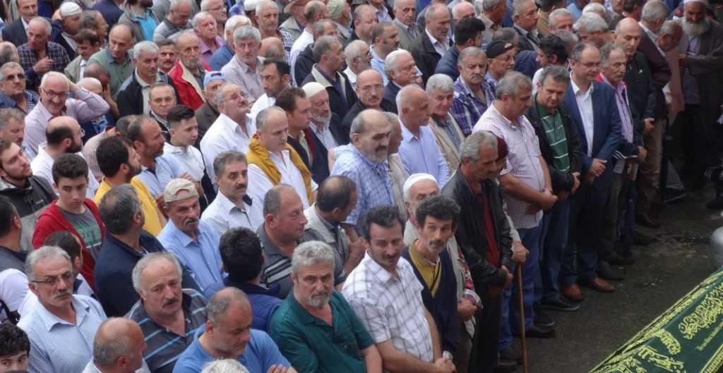Emekli öğretmen Mehmet Sanisoğlu Holo'da toprağa verildi 3
