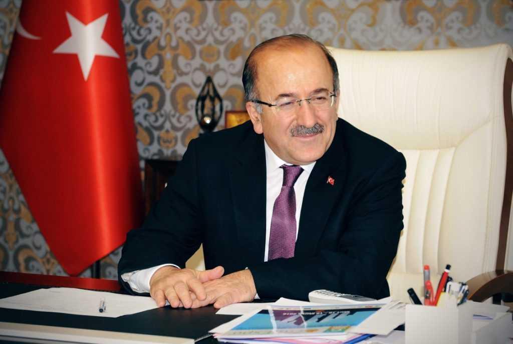 """O.Fevzi Gümrükçüoğlu: """"Katlı otopark projesi titizlikle hazırlandı"""" 1"""