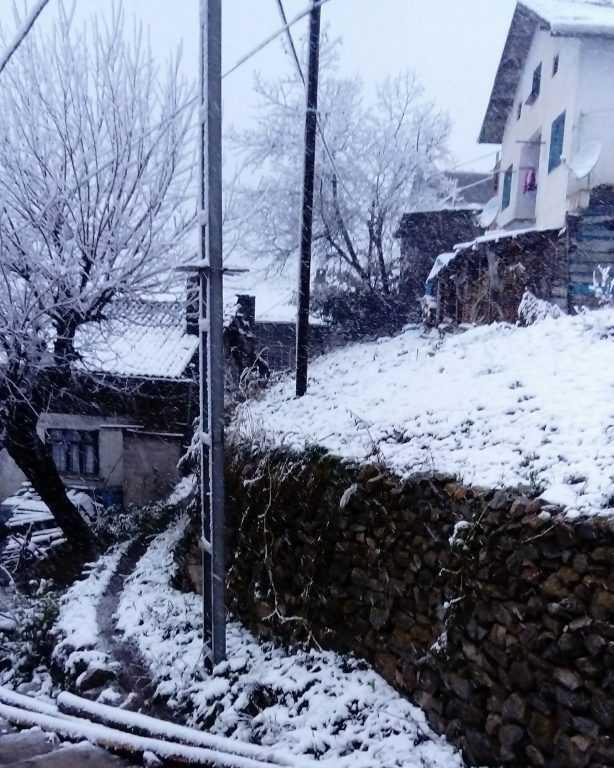 Çaykara'da yılın ilk kar yağışı! 1