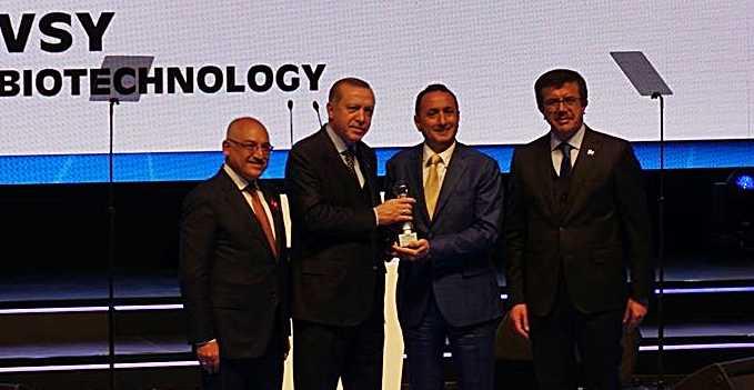 Cumhurbaşkanı Erdoğan'dan Çaykaralı işadamına ödül