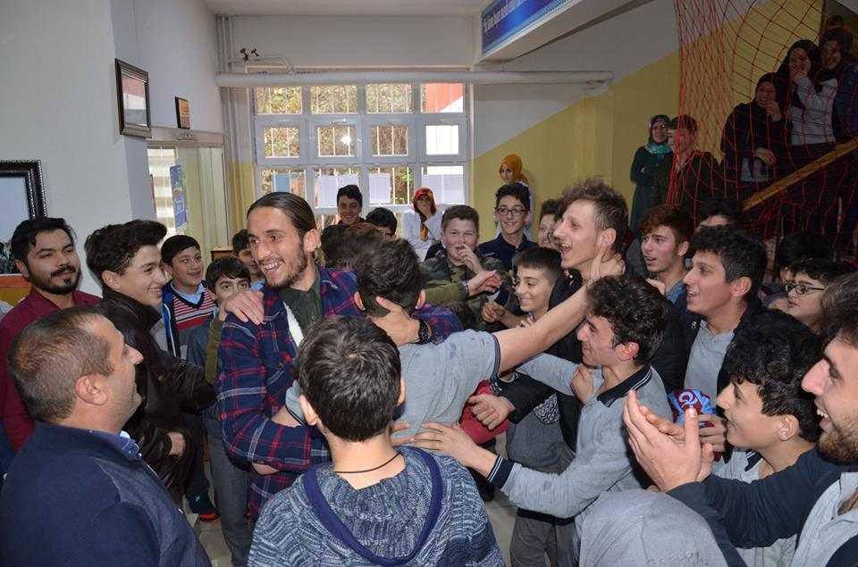 Milli futbolcu Yusuf Yazıcı Çaykara'da öğrencilerle buluştu 1
