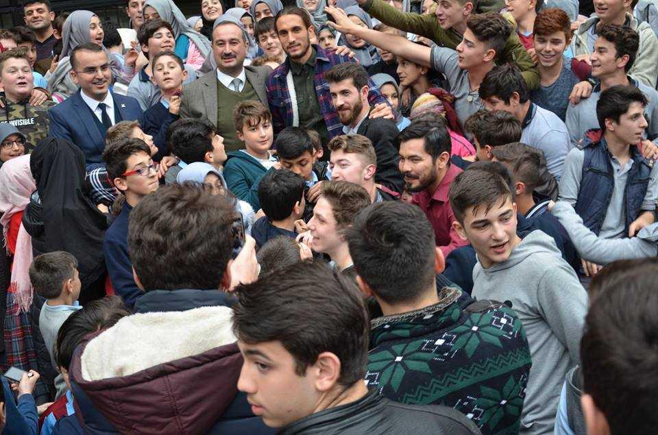Milli futbolcu Yusuf Yazıcı Çaykara'da öğrencilerle buluştu 11