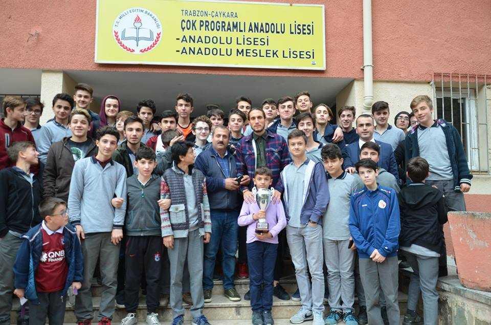 Milli futbolcu Yusuf Yazıcı Çaykara'da öğrencilerle buluştu 13
