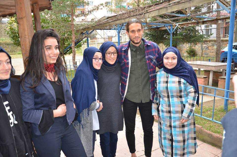 Milli futbolcu Yusuf Yazıcı Çaykara'da öğrencilerle buluştu 4