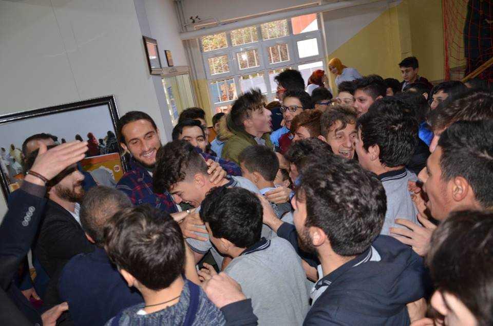 Milli futbolcu Yusuf Yazıcı Çaykara'da öğrencilerle buluştu 7
