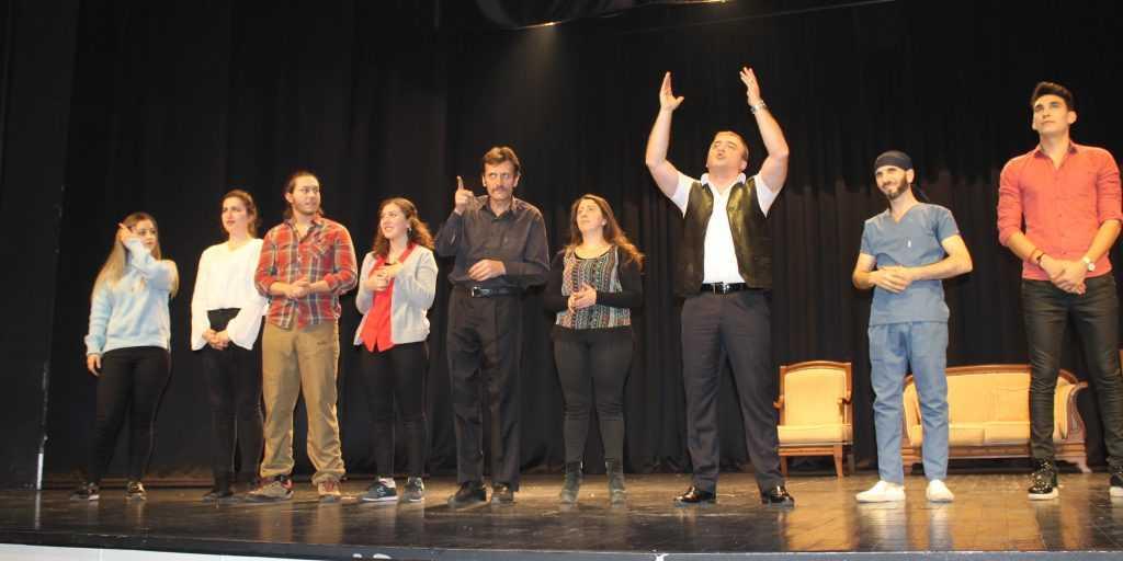 Çaykaralı sanatçının görev aldığı tiyatro sahnelendi 2