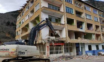 Çaykara'da kentsel dönüşüm için yıkımlar başladı