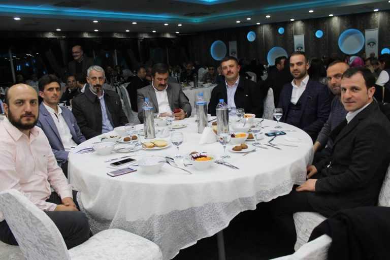 Çaykara-Dernekpazarlılar Mehmetçik'e destek için kucaklaştı 14