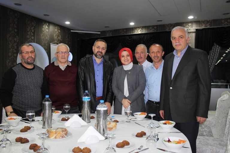 Çaykara-Dernekpazarlılar Mehmetçik'e destek için kucaklaştı 25