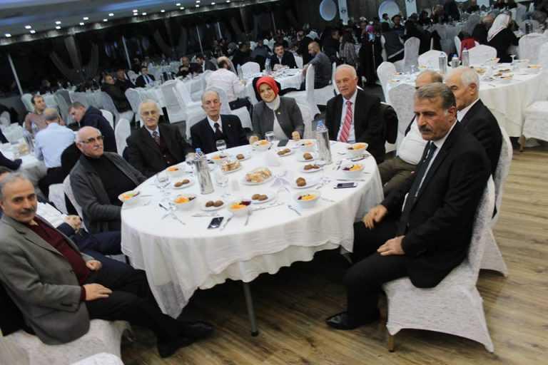 Çaykara-Dernekpazarlılar Mehmetçik'e destek için kucaklaştı 26