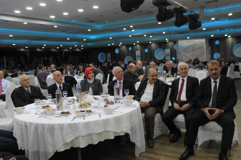 Çaykara-Dernekpazarlılar Mehmetçik'e destek için kucaklaştı 12