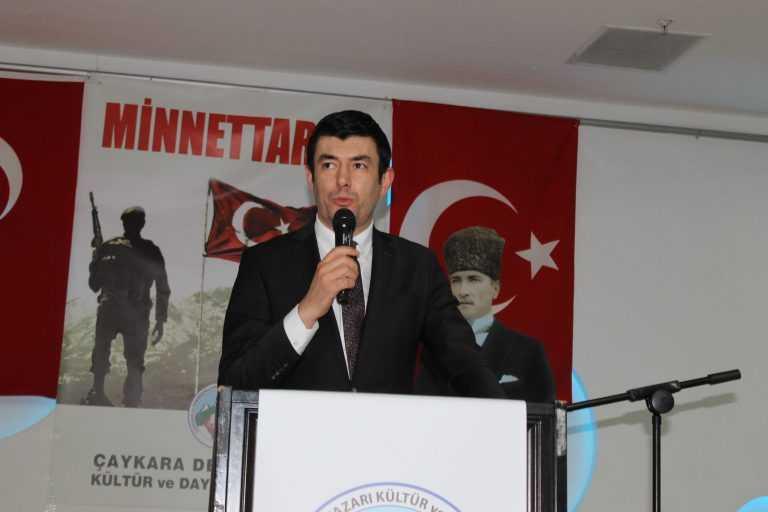 Çaykara-Dernekpazarlılar Mehmetçik'e destek için kucaklaştı 3