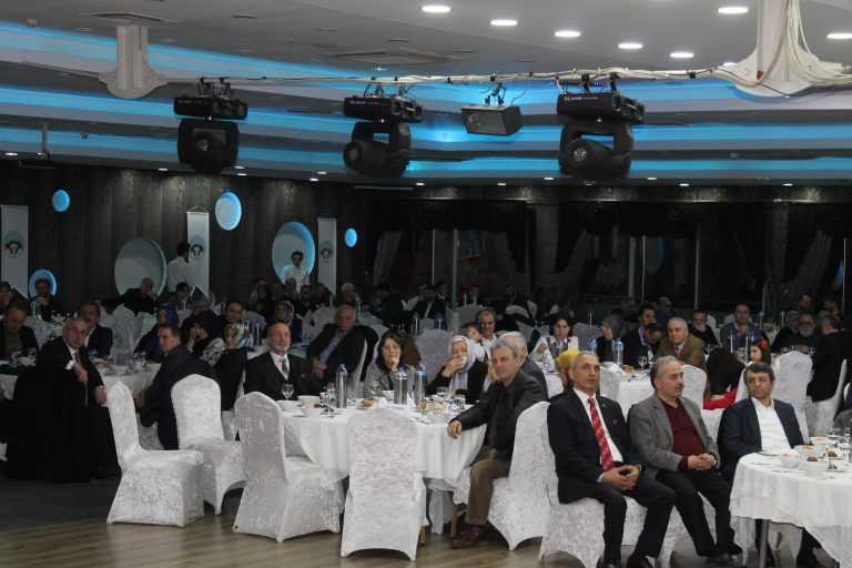 Çaykara-Dernekpazarlılar Mehmetçik'e destek için kucaklaştı 5