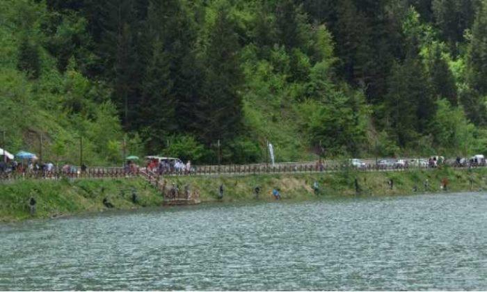 Uzungöl'de balık tutma yarışması düzenlendi
