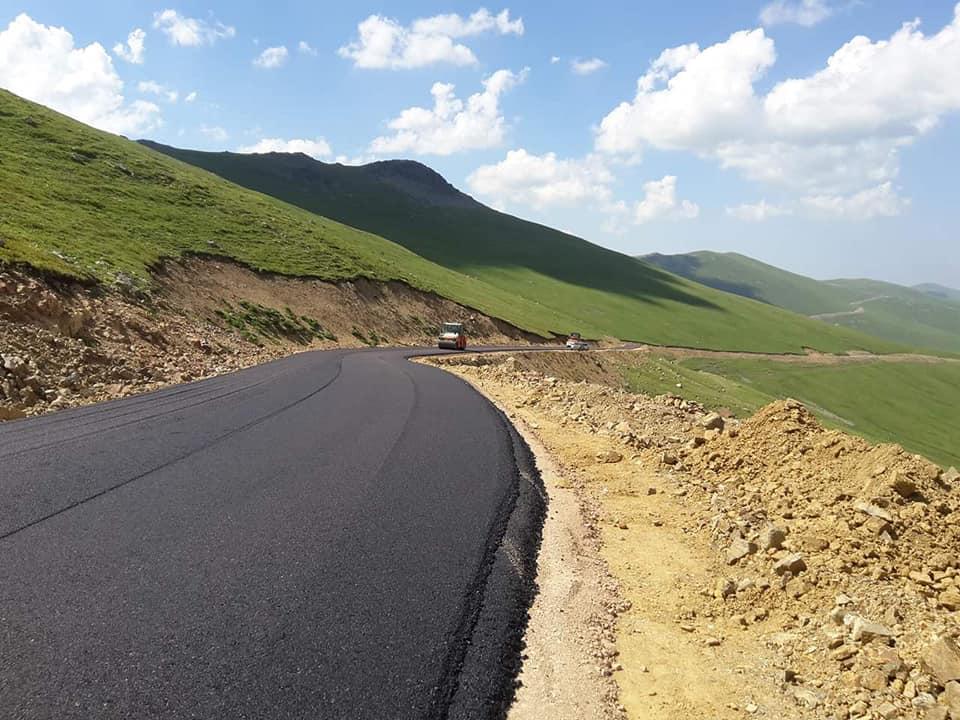 Dağ taş asfalt oldu: Kemer Dağı asfaltlanıyor 1