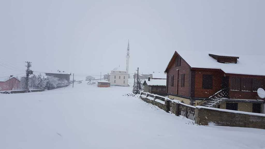 Çaykara yaylalarına mevsimin ilk kar'ı düştü 2018 5