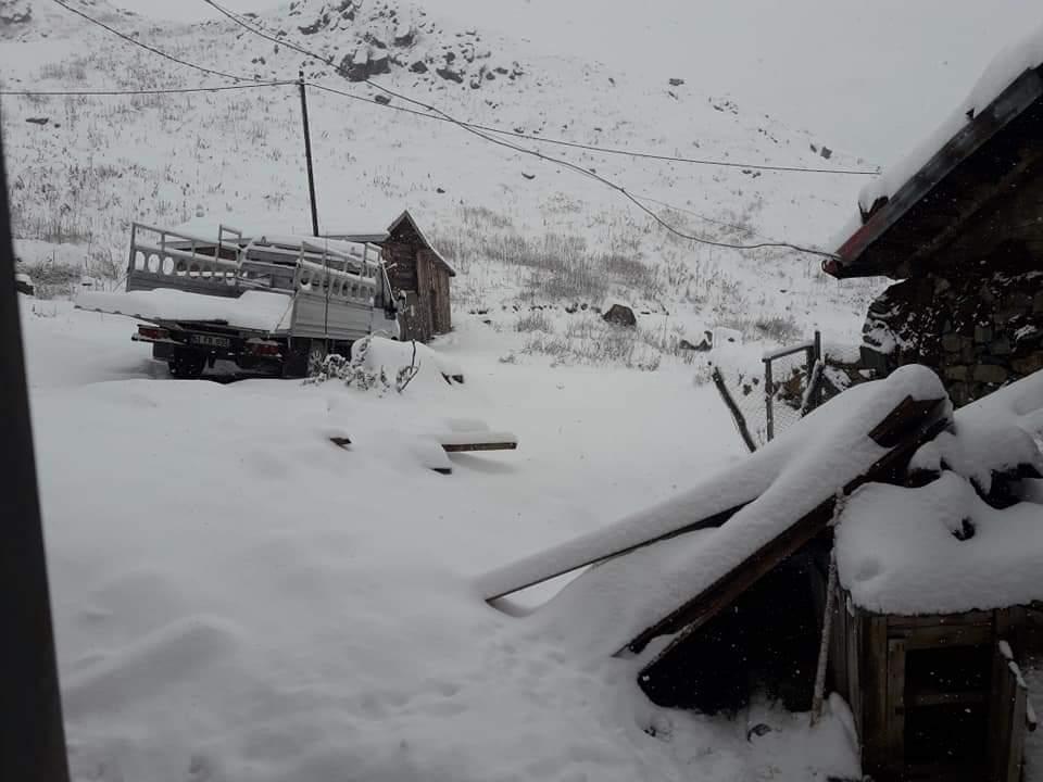 Çaykara yaylalarına mevsimin ilk kar'ı düştü 2018 6