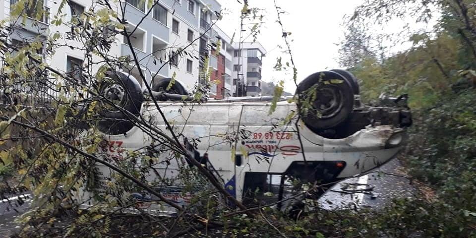 Çaykaralı İşletmeci aracı kaza yaptı 1