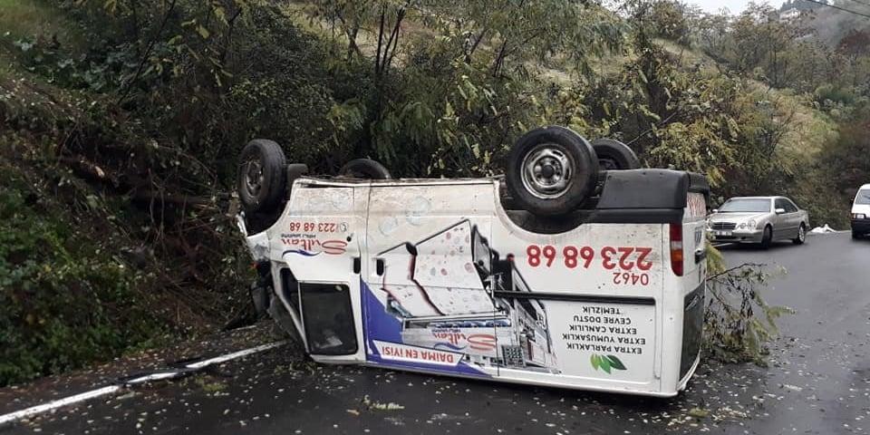 Çaykaralı İşletmeci aracı kaza yaptı 2